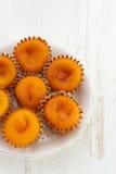 Kleine cakes op plaat Royalty-vrije Stock Afbeeldingen