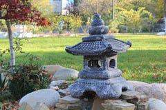 Kleine chineese Pagode von Steinen Stockfotografie