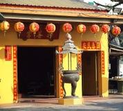 Kleine Chinese Tempel met Kleurrijke Lantaarns Stock Afbeelding