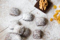 Kleine chocoladekoekjes met rozijnen en wallnuts Royalty-vrije Stock Foto's