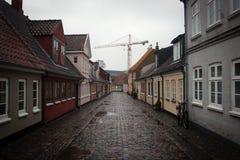 Kleine comfortabele huizen in Odense, Denemarken royalty-vrije stock foto's
