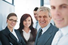 Kleine commercieel team in het bureau Stock Foto's