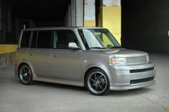 Kleine Compacte Auto in de Stad Royalty-vrije Stock Afbeeldingen