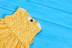 Kleine de babykleding van de bloemdruk Royalty-vrije Stock Foto's