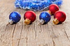 Kleine Dekorationkugeln des neuen Jahres Stockfotografie