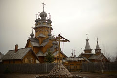 Kleine Dorfkirche Lizenzfreies Stockfoto