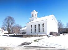Kleine Dorfkirche Stockfoto