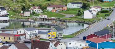 Kleine dorpsgemeenschap, Twillingate, Newfoundland Huizen langs oever Royalty-vrije Stock Fotografie