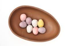 Kleine eieren in chocoladeshell Royalty-vrije Stock Foto's