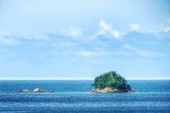 Kleine eiland en overzeese mening Royalty-vrije Stock Fotografie