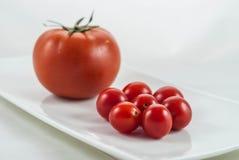 Kleine en Grote Tomaten Royalty-vrije Stock Foto