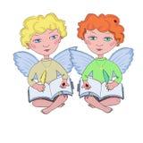 Kleine engel twee met boek en pen Stock Foto's