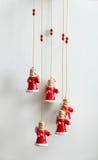 Kleine engelen in Kerstmiskleren Stock Foto