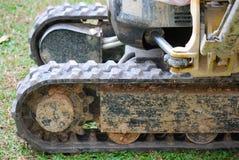 Kleine excavator& x27; s sporen stock afbeelding