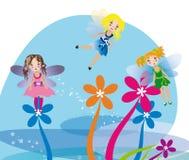 Kleine feeën die op de bloemen vliegen Stock Afbeeldingen