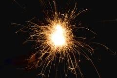 Kleine Feuerwerke und schwarzer Hintergrund Stockbild