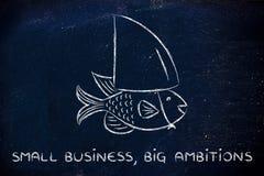 Kleine Fische, die eine gefälschte Haifischflosse, Konzept des Habens des großen Ambit tragen Lizenzfreie Stockfotos