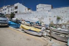Kleine Fischerboote auf Land lizenzfreies stockfoto