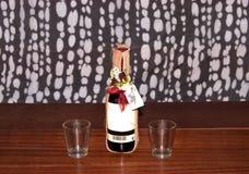 Kleine fles fruitbrandewijn Stock Foto's