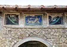 Kleine Fliesenmosaiken der Nahaufnahme, Haus in Parco Archeologico di Ercolano stockfotografie