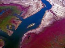 Kleine Flussinsel, von der Luft. Lizenzfreies Stockfoto