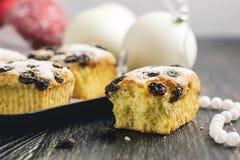 Kleine Fruchtkuchen für Weihnachtsessen stockfotos