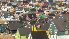 Kleine gekleurde huizen Nuuk, Groenland Mei 2014 Stock Afbeeldingen