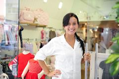 Kleine Geschäftseigentümer: stolze Frau lizenzfreies stockbild