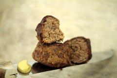 Kleine gevoelige vleesballetjes, met de hand gemaakt door oma stock foto's