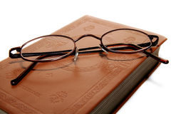 Kleine Gläser auf Buch Lizenzfreies Stockbild
