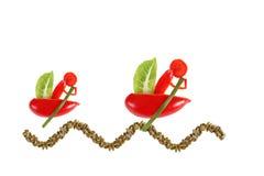 Kleine grappige mens twee op boten die van peper worden gemaakt. Royalty-vrije Stock Fotografie