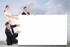 Kleine groep die mensen een lege banner houden Royalty-vrije Stock Foto