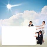 Kleine groep die mensen een lege banner houden royalty-vrije stock afbeelding