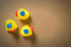 Kleine Gummi-Ente des Entlein-drei stockbild