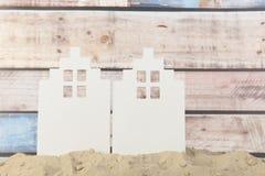 Kleine Häuser am Strand stockfotografie