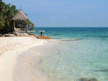 Kleine Hütte auf dem Strand, Thailand Lizenzfreie Stockfotografie