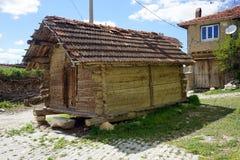 Kleine Hütte auf Hühnerbeinen Stockbild