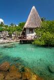 Kleine Hütte im mexikanischen Dschungel Lizenzfreie Stockfotos