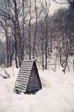 Kleine Hütte im Schnee Lizenzfreies Stockfoto