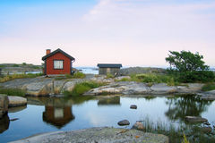 Kleine Hütten im äußeren acrhipelago Stockfotos