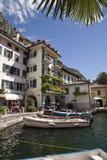 Kleine haven op Meer Garda. Stock Afbeelding