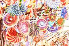 Kleine heldere gekleurde lollys Close-up royalty-vrije stock afbeeldingen