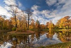 Kleine Herbstinsel stockbilder