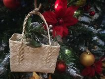 Kleine het ambachtsmand van het kerstboomornament stock fotografie
