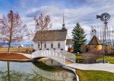 Kleine Hochzeits-Kapelle im Land Lizenzfreie Stockbilder