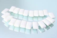 Kleine hoofdkussens van een het kauwen elastiekje Stock Afbeeldingen