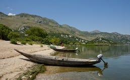 Kleine houten boten op het zandige strand Royalty-vrije Stock Fotografie