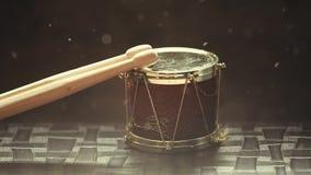 Kleine houten de stokken hd lengte van de muziektrommel stock video