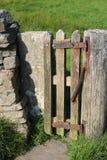 Kleine houten poort, de lente aan dicht automatisch royalty-vrije stock fotografie