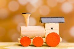 Kleine houten stuk speelgoed trein Stock Foto